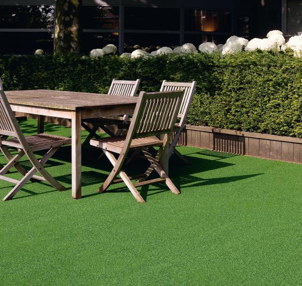 Casa e jardim: grama sintética é alternativa prática e sem custos de manutenção para projetos de paisagismo