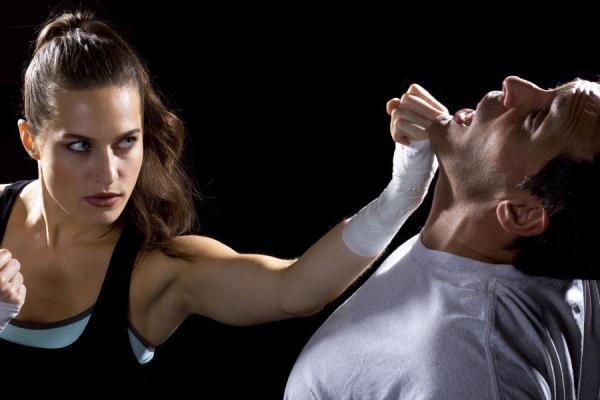 Qual a melhor luta para defesa pessoal feminina?