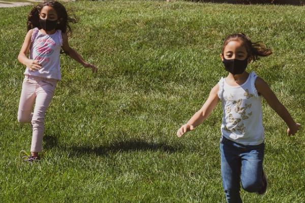 Espaços ao ar livre podem - e devem - ser utilizados como locais de aprendizagem seguros na reabertura das escolas quando houver condições sanitárias seguras