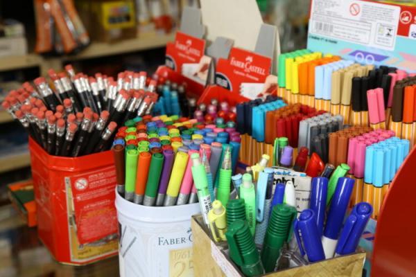 Dicas para economizar na hora da compra do material escolar