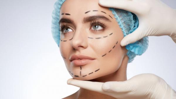 Cirurgia plástica ajuda na autoestima e confiança, mas não é solução para todos os problemas