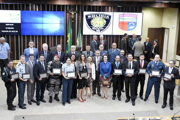 Policiais civis e militares são homenageados na Assembleia Legislativa