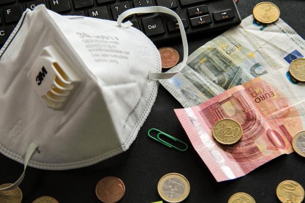 Crise exige mudança de comportamento e busca de opções no mercado para reduzir a pressão sobre as finanças pessoais