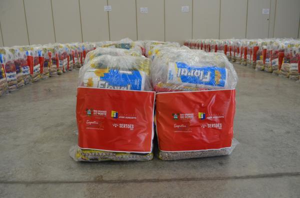 Turismo do RN em parceria com Rally do Sertões realiza doação de 13 toneladas de alimento