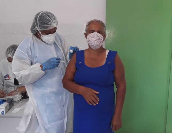 Ielmo Marinho conclui vacinação contra covid-19 em todos os descendentes quilombolas do município