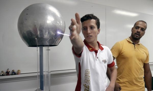 Colégio Ciências Aplicadas vai levar experimentos científicos e oficinas à FLIQ Natal 2019