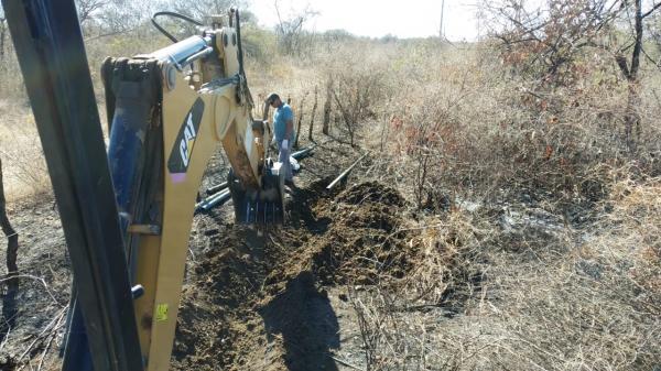 Governo municipal de Felipe Guerra inicia recuperação da Adutora do Mulungu