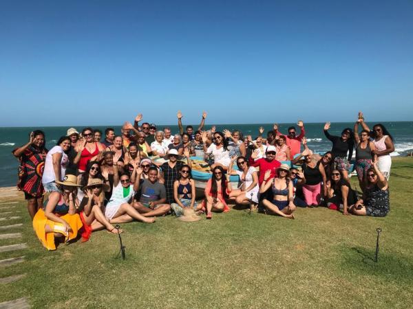 Grupo Vida fecha programação em comemoração ao Dia do Idoso com passeio em praia no Ceará