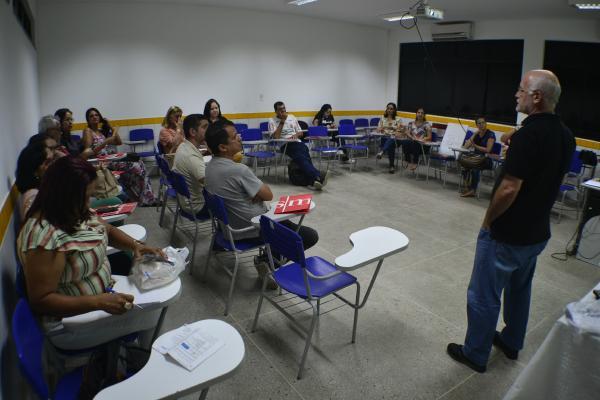 Professores de Ciências da Natureza participam de Mostra de Experiências Educativas