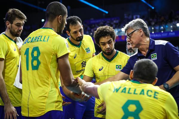 SELEÇÃO MASCULINA: Renan é eleito o melhor técnico de esportes coletivos do ano