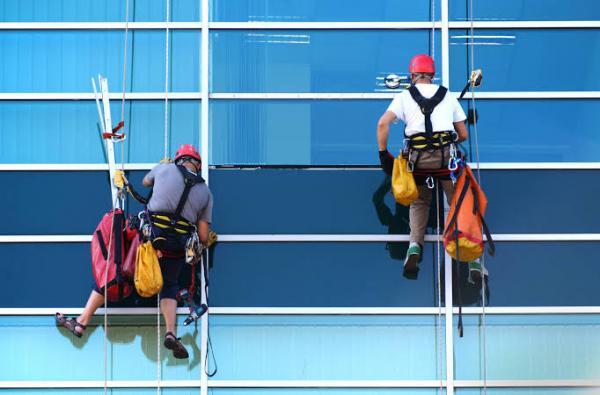 Quais são as recomendações para evitar acidentes no trabalho em altura?