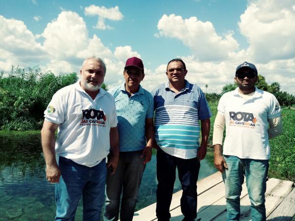 Senador Jean Paul faz visita à cidade de Felipe Guerra e recebe demandas