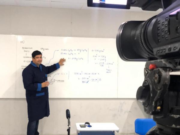Colégio Porto disponibiliza gratuitamente vídeo-aulas com seus professores e conteúdo pedagógico exclusivo para todos os estudantes do RN
