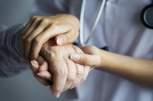 Médica descreve trabalho de combate à pandemia junto a idosos infectados